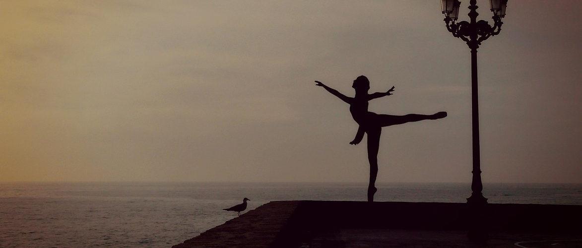 dancer-1489686_1280